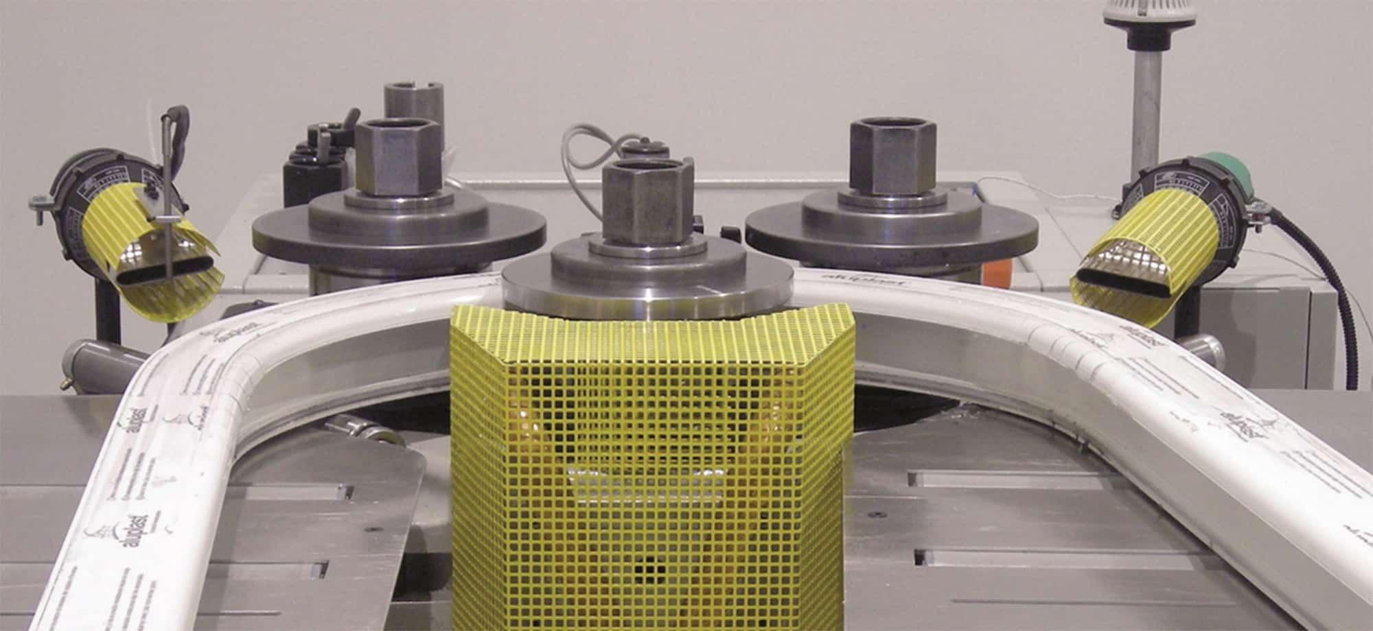 JC Colombo vous propose des machines pour le cintrage de vos profilés acier, aluminium et PVC - Photo de Kleuske